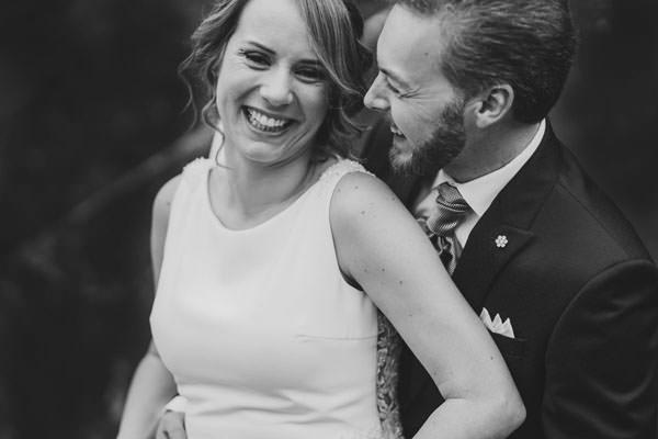 fotografo bodas asturias - Recien casados riéndose